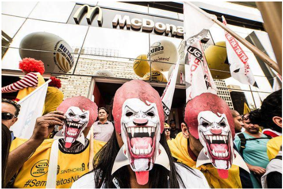 McDonald's é condenado a pagar R$ 7 milhões por violar direitos trabalhistas